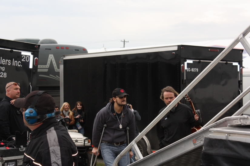 EricChurch_ GoingOnstage_01