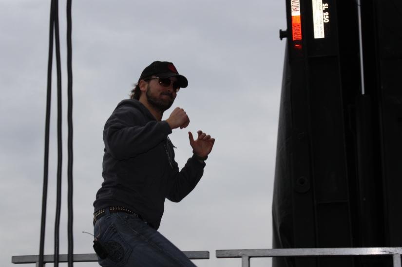 EricChurch_ GoingOnstage_03